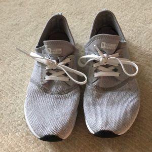 New Balance Gray tennis shoe size 8!